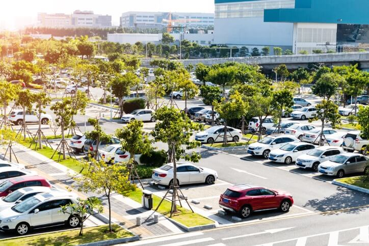 5 Ways Parking Lot Maintenance Can Help Your Business